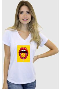 Baby Look T-Shirt Feminina Suffix Branca Gola V Estampa Boca Vermelha Fundo Amarelo