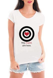 Camiseta Criativa Urbana Acerte Aqui Cupido Branca