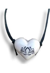 Colar Aromatizador Coração Flor De Lotus Branco Difusor Pessoal Ortega