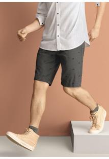 Bermuda Masculina Em Tecido De Algodão Com Estampa Bordada