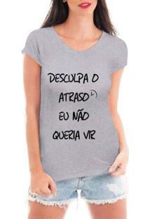 Camiseta Criativa Urbana Desculpa O Atraso Feminina - Feminino-Cinza