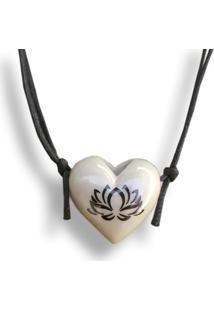 Colar Aromatizador Coração Flor De Lotus Creme Difusor Pessoal Ortega
