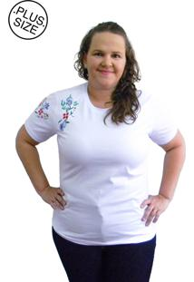 Camiseta Hifen Bordada Em Floral Plus Size Branca - Kanui