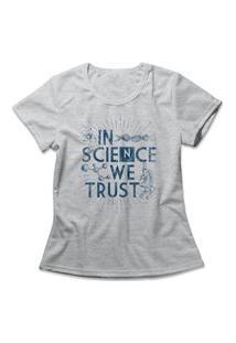 Camiseta Feminina In Science We Trust Cinza