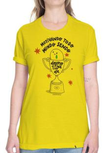 Motivando Todo Mundo Sendo Desmotivada - Camiseta Basicona Unissex