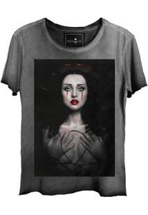 Camiseta Feminina Estonada Gola Canoa Corte A Fio Woman Cry
