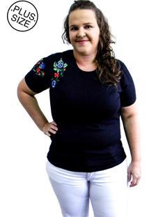 Camiseta Hifen Bordada Em Floral Plus Size Preto - Kanui