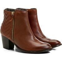 e67eb1e6ed Bota Couro Cano Curto Shoestock Matelassê Feminina - Feminino-Caramelo