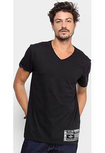 ecd37c80ed Camiseta Triton Gola V Estampada Masculina - Masculino-Preto