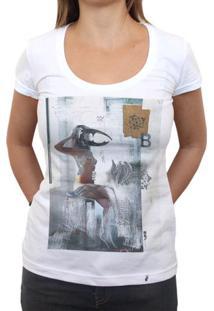 Intervenção B - Camiseta Clássica Feminina