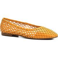 ceaffeafe Sapatilha Couro Shoestock Bico Redondo Vazada Feminina - Feminino-Mostarda