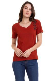 Camiseta Com Bordado Flores Vermelha