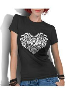 Camiseta Criativa Urbana Coração Tribal - Feminino-Preto