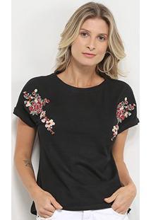Camiseta Pérola Bordada Flor Feminina - Feminino-Preto