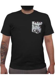 2814c75c6e52e Urso Pira - Camiseta Clássica Com Bolso Masculina