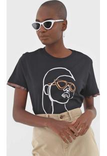 Camiseta Dzarm Estampado Preta