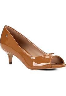Peep Toe Shoestock Salto Baixo Verniz Naked - Feminino-Amendoa