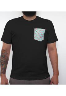 Flamingos - Camiseta Clássica Com Bolso Masculina