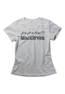 Camiseta Feminina Macgyver Cinza