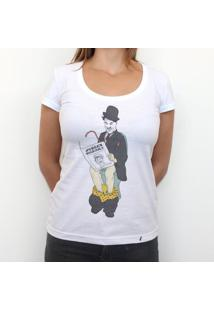 Chaplin In Bathroom - Camiseta Clássica Feminina
