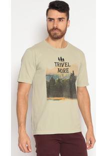 """Camiseta Comfort Fit """"Travel More"""" - Verde & Pretaindividual"""