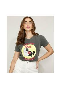 "T-Shirt Feminina Mindset Lata Com Flores ""You Are Magique"" Manga Curta Decote Redondo Chumbo"