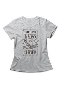 Camiseta Feminina Nunca Julgue Um Livro Cinza