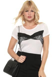 Camiseta Acostamento Recortes Branca/Preta