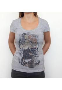 Trust No Mermaid - Camiseta Clássica Feminina