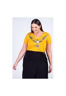T-Shirt Estampada Almaria Plus Size Rery Decote V Amarelo