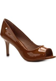 Peep Toe Shoestock Salto Médio Verniz Naked - Feminino-Amendoa